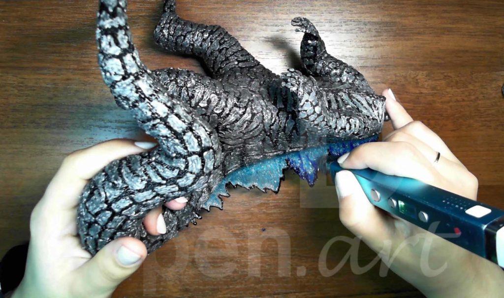 Годзилла 3D ручкой. Детализация гребня синим