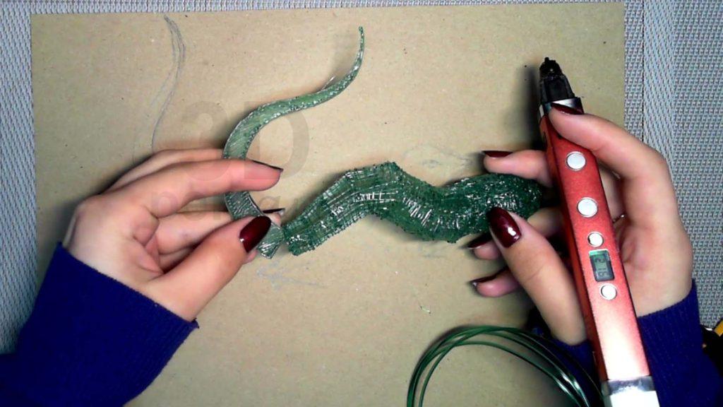Ящерица 3D ручкой. Черновая штриховка