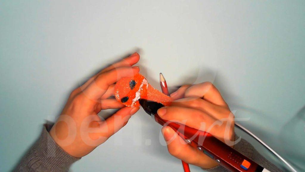 Лисёнок 3D ручкой. Добавляем белый на мордочку