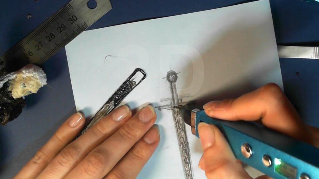Ведьмак 3D ручкой. Заштриховываем и прикрепляем лезвие меча